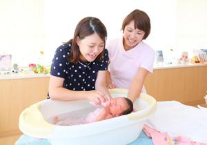 出産・育児の不安を解消する「産後ケア」と「パパ・ママ学級」